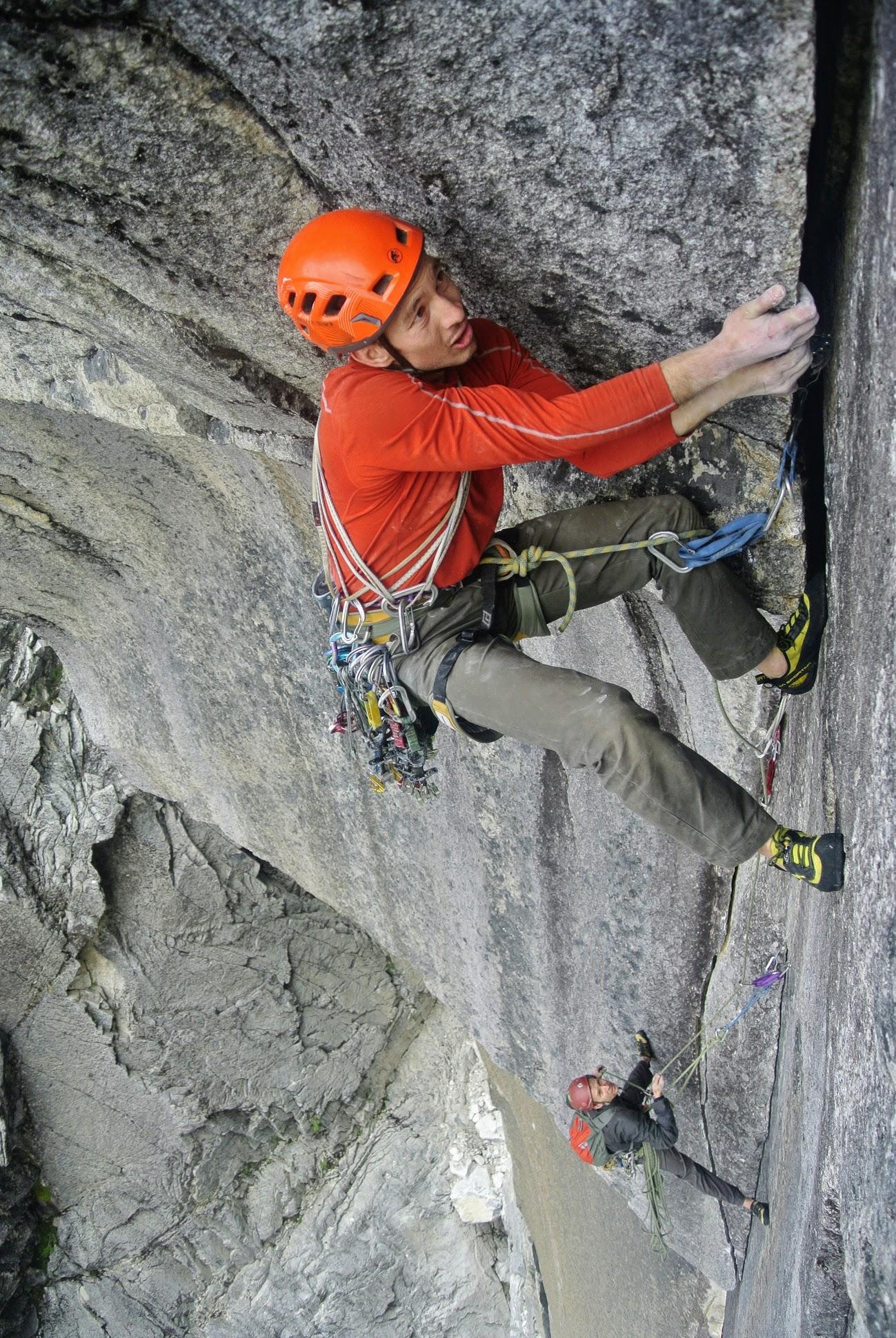 Nicolas Rivas en el 3° largo de Todo Cambia (5.11c, 460 m) sobre la Pared del Tiemp en Anfiteatro.