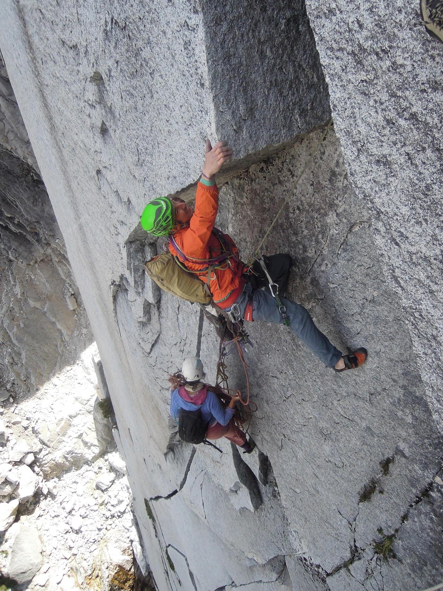 Arrancando el 3° largo de Al Centro y Adentro (5.11d 450 m) en la Pared Atardecer en el Anfiteatro. © J.B. Haab