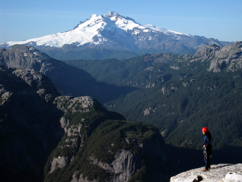 El cerro internacional que marca la frontera con Argentina, El Tronador.
