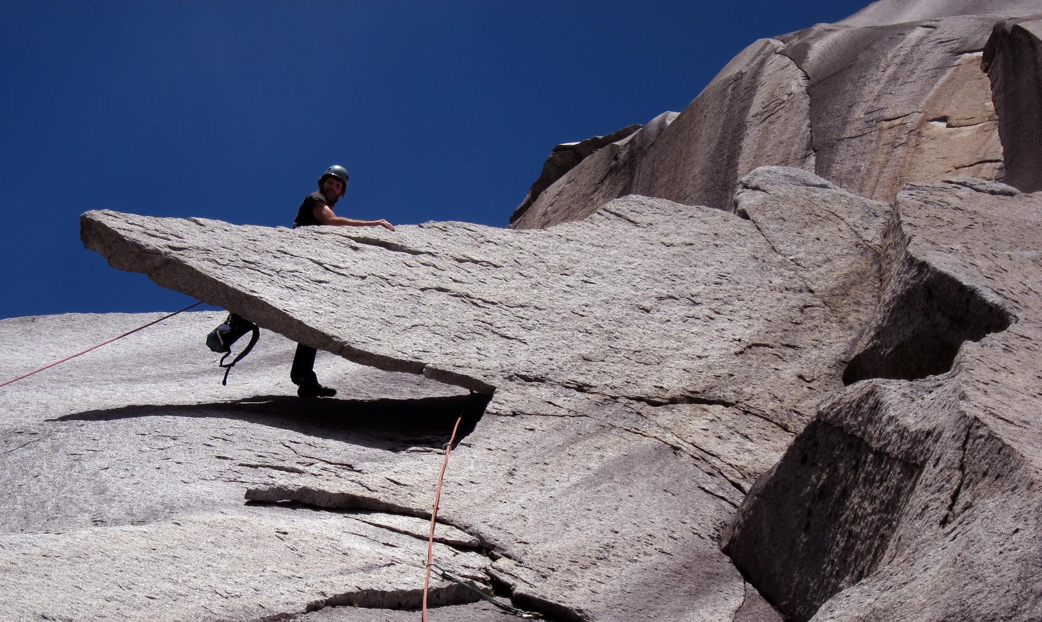 J.B. Haab sube en el largo Pico de Pato de la vía Al Centro y Adentro (5.11d, 450 m). © Daniel Seeliger