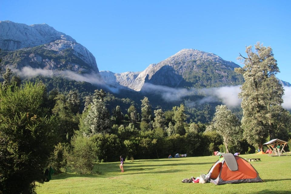 Hay mucho espacio en un grande pampa con vistas maravillosas en Camping La Junta.