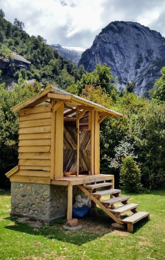 Uno de las tres estructuras de baños. Cada estructura tiene dos baños, seis baños en total en el Camping La Junta.