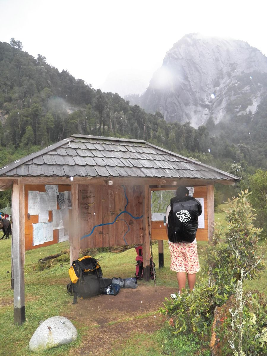 Dentro del Camping La Junta se encuentra una casita de información de trekking, escalada y sugerencias en como debemos cuidar su ambiente.